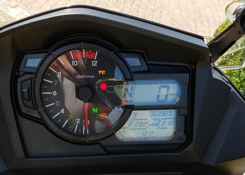 Cockpit der Suzuki V-Strom 650 XT