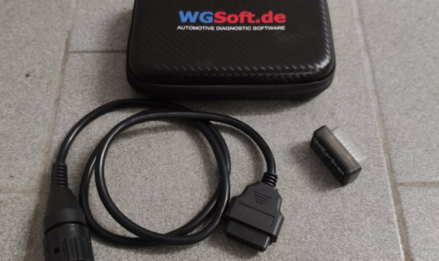 Motoscan App mit OBD UniCarScan Adapter.